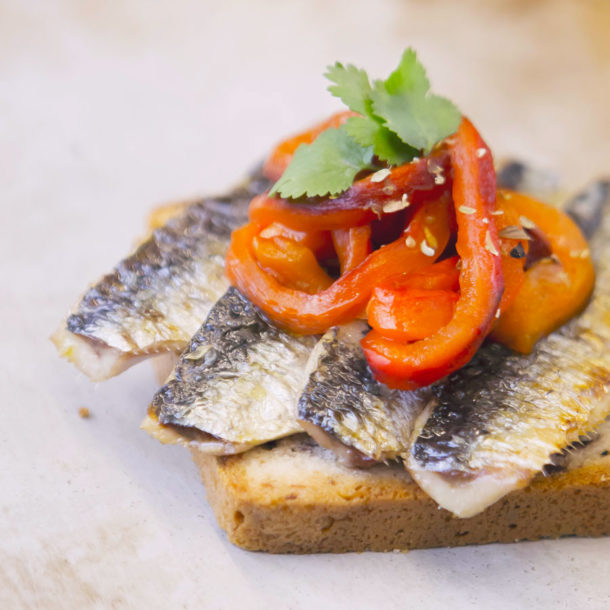 Sardine fillets grilled with fleur de sel and roasted pepper