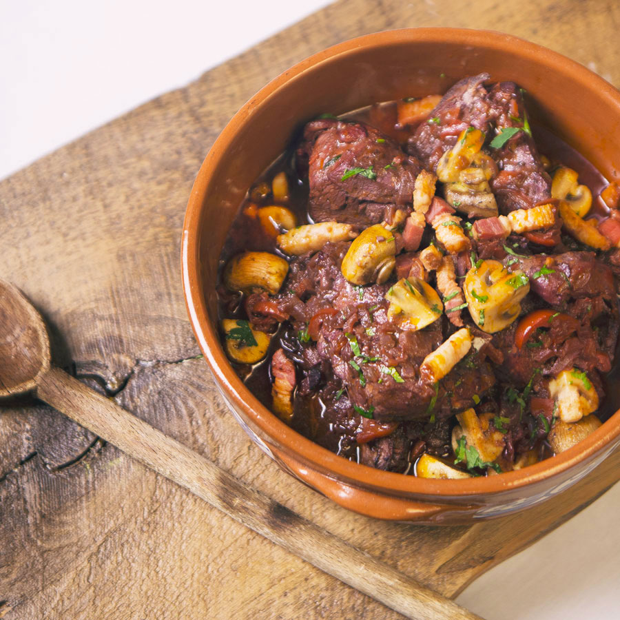 Mijoté de poulet au vin rouge F et champignons